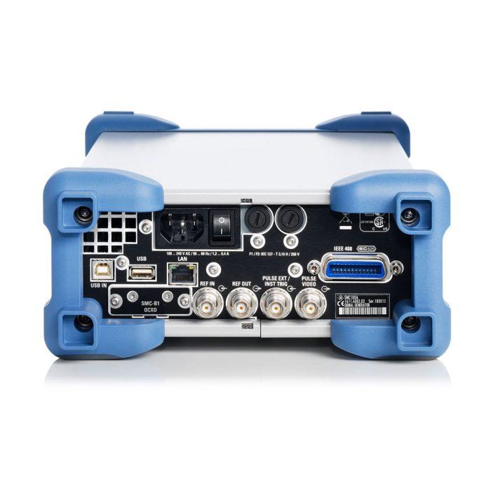 Аналоговый генератор сигналов SMC100A -вид сзади