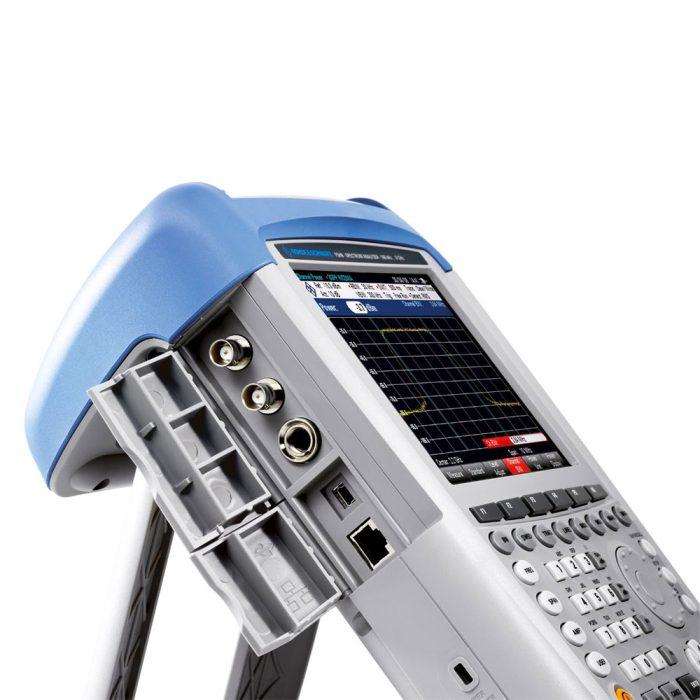 Интерфейсы анализатора R S FSH с защитной крышкой