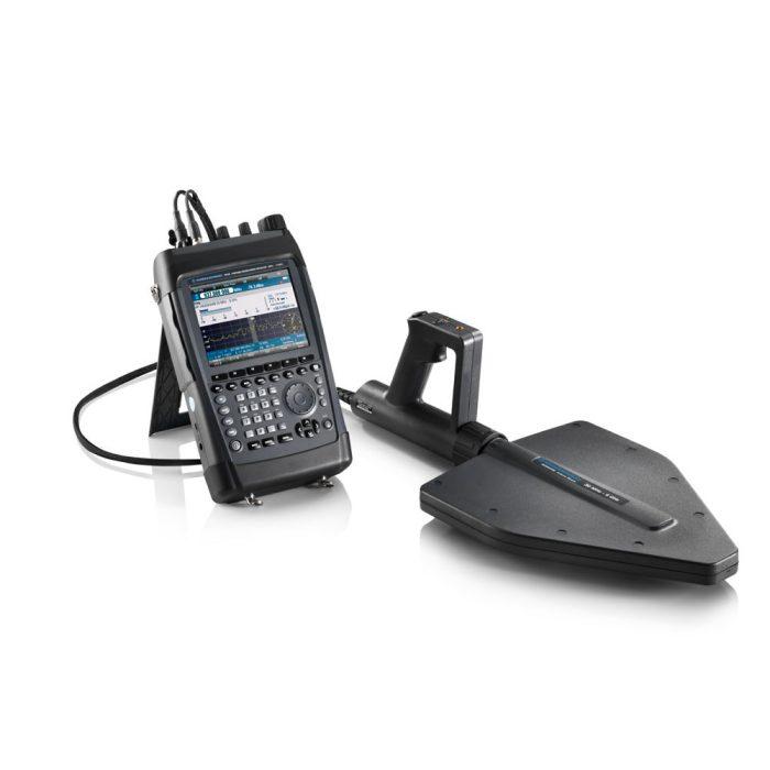 Портативный приёмник PR100 c антенной R&S® HE400