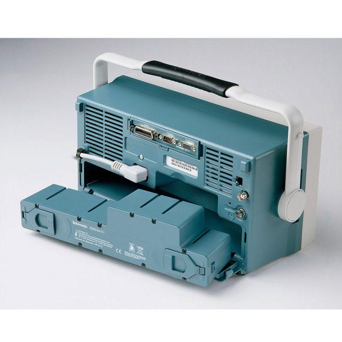 Батарея TDS3BATC обеспечивает до 3 часов автономной работы осциллографа